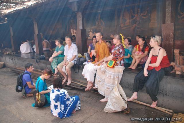 Лекция в храме Анантешвары, вблизи от сиденья, с которого Мадхвачарья проводил его проповеди и беседы