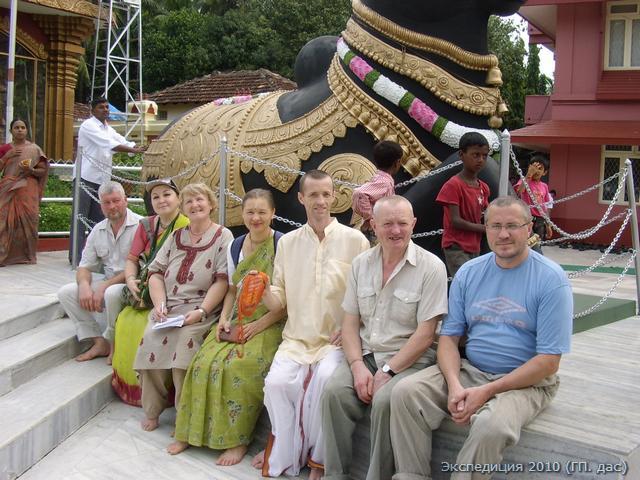 Все присели передохнуть у Нанди, любимого быка Шивы