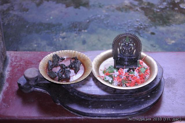 Вот эти священные реликвии