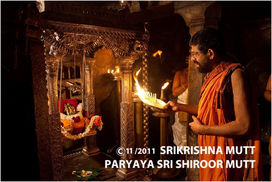 Малыш Шри Кришна в колыбели