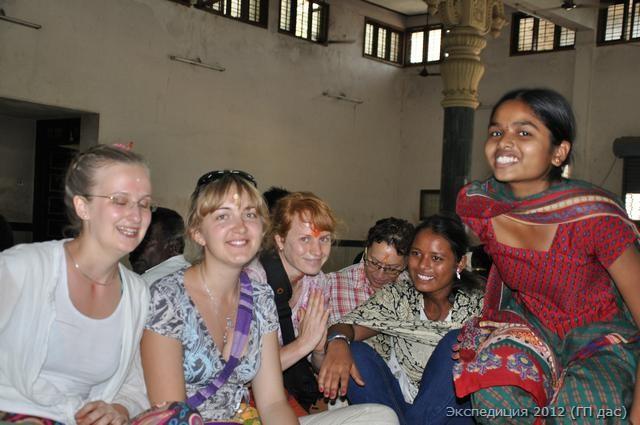 Приятные знакомства с индусами в зале для пиров
