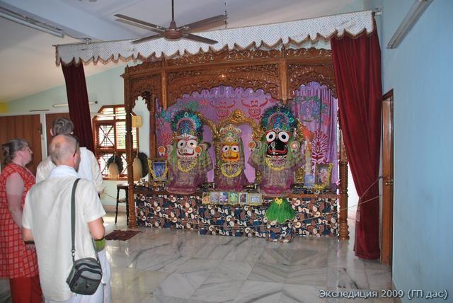 """А в Манагалоре расположен уютный храм Джаганатхи, Господа вселенной. Ему заботливо служат преданные местного отделения """"Международного общества Сознания Кришны"""""""
