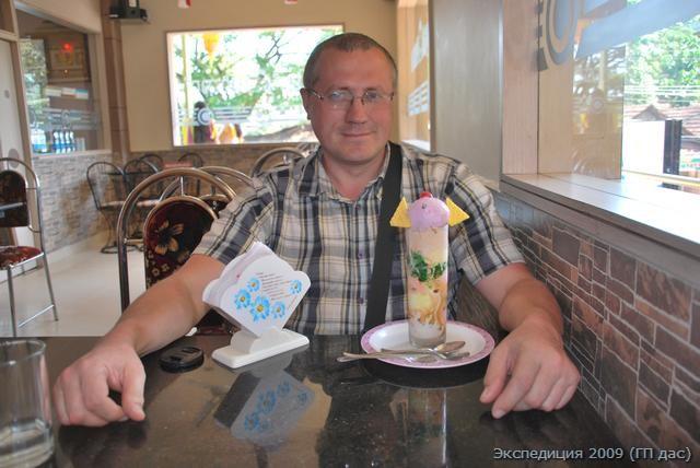 Вкусный, однако, десерт из мороженого и фруктов в Удупи!