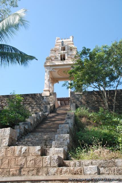 ворота в храм на гранитной горе