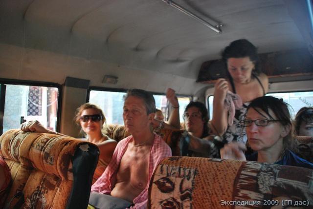 Садимся в наш мини-автобус