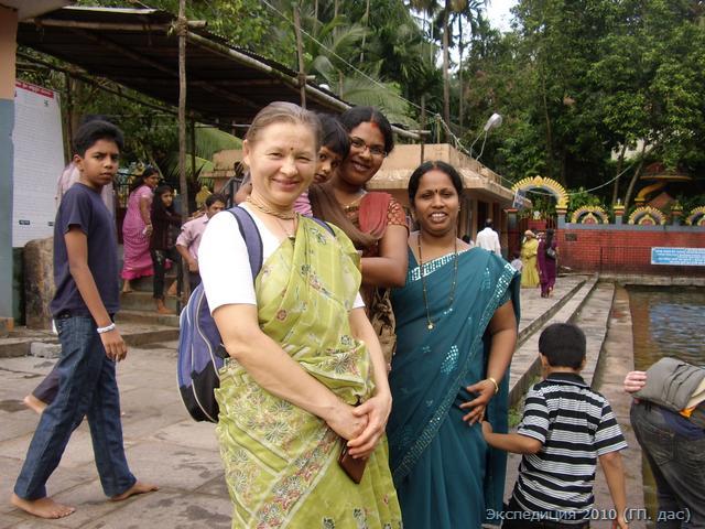 девушки бывают разные, но в сари все они прекрасные...