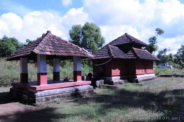 Таким образом выглядели большинство ведических храмов в древности. Подобный дизайн предписан в писаниях по архитектуре шилпа-шастрах. Это небольшой храм Шивы у обители мудреца Канвы