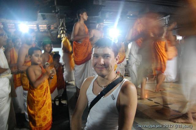 Наш Азат на праздничной программе с танцами и духовными песнопениями