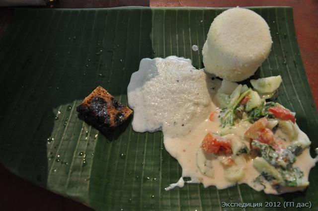 идли - рисовые лепешки, салат, Рижский хлеб